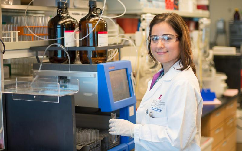 A researcher from the American Chemical Society—an NSF INCLUDES award recipient—works at St. Jude's Research Hospital. The society received a $400,000 alliance award. Credit: Biomedical Communications­–St. Jude's Research Hospital