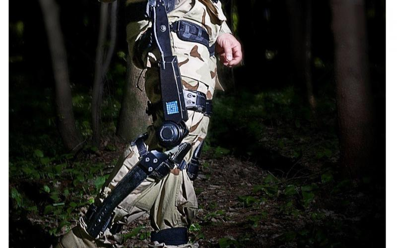 The FORTIS K-SRD supports warfighters' legs and boosts knee capacity, enabling them to travel longer distances while carrying heavy equipment.