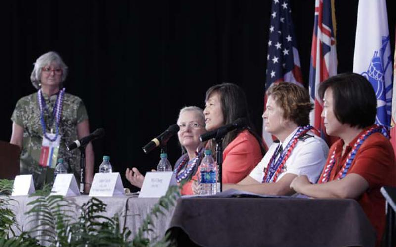 Panelists, led by moderator Linda Newton of the AFCEA Hawaii Educational Foundation, far l, discuss women in techology.