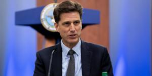 Dana Deasy, chief information officer, U.S. Defense Department, pictured speaking at the Pentagon last August, testified before the Senate as to the risks to GPS of allowing Ligado to operate in a nearby spectrum. Credit: DOD photo by Air Force Staff Sgt. Andrew Carroll