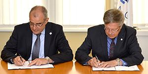 General managers of the NATO Communications and Information (NCI) Agency and AFCEA Europe, Maj. Gen. Koen Gijsbers (Ret.), l, and Maj. Gen. Klaus-Peter Treche, DEUAF (Ret.), sign a renewed Strategic Cooperation Arrangement for another three years.