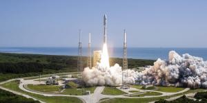 An Atlas V launch vehicle carrying the Navy's fifth Mobile User Objective System (MUOS) communications satellite lifts off from Space Complex 41, Cape Canaveral Air Force Station. (U.S. Navy photo courtesy of United Launch Alliance/Released)