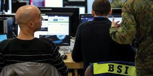 Military and civilian personnel work hand in hand to tackle challenges in cyberspace. Credit: Bundeswehr
