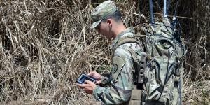 An electronic warfare specialist trains on the Versatile Radio Observation and Direction system at Schofield Barracks, Hawaii. Credit: Staff Sgt. Armando R. Limon, USA, 3rd Brigade Combat Team, 25th Infantry Division