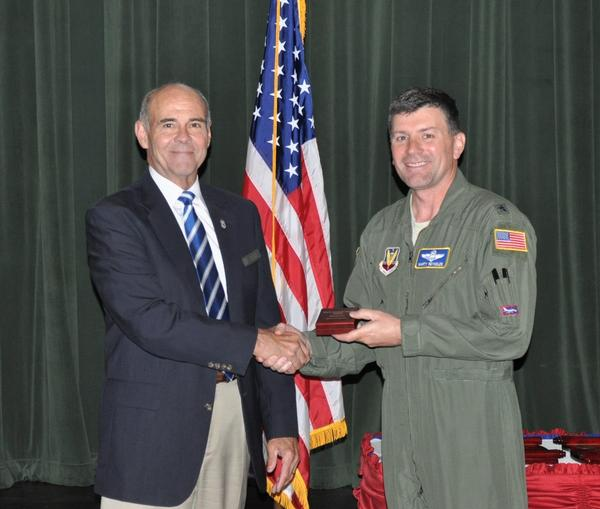 Chapter Executive Vice President Dave Kovach (l) presents a coin to Brig. Gen. George Reynolds, USAF, 25th Air Force vice commander, as a token of thanks for speaking at the chapter's September luncheon.