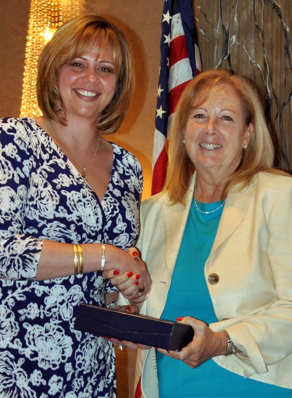 Kauffman (l) recognizes Kathleen Berganski in April as one of the chapter�s Unsung Heroes.