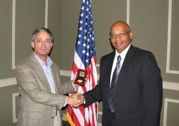 Dr. Ken Bedford (l), chief technologist, U.S. Army and Air Force, Hewlett Packard Enterprise Services, receives a chapter coin from Col. Loring Harkey, USAF (Ret.), chapter executive vice president, following Bedford's speech to the chapter in September.