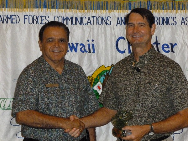 Cory Lindo (l), chapter president, joins speaker Randy Cieslak, chief information officer, U.S. Pacific Command, at the November luncheon.