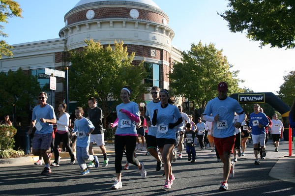 Runners hit the pavement in September to raise funds to support veterans during the chapter's inaugural 5k event.