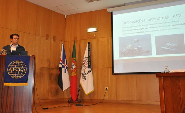 Pereira speaks about machine learning techniques on his project, Detection and Classification of Obstacles for Autonomous Vessels, during the student club presentation at the May meeting.