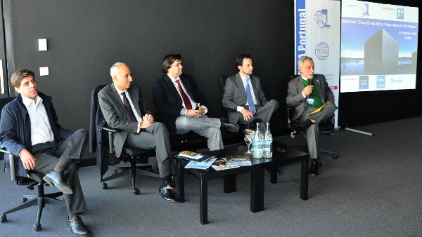 At the December seminar on cloud computing, Rear Adm. Carmo Durao, PRT NA (r), chaired the industry presentation panel with the speakers (l-2nd from r) Vitor Batista, EMC; Joao Cabecinha, Portugal Telecom (PT); Miguel Gomes, Symantec; and Manuel Pil, Cisco.