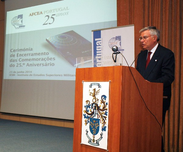 In June, Rear Adm. Carlos Rodolfo, PRT NA (Ret.), chapter president, addresses the audience at the anniversary ceremony presenting the evocative book of 25 years of chapter activity.