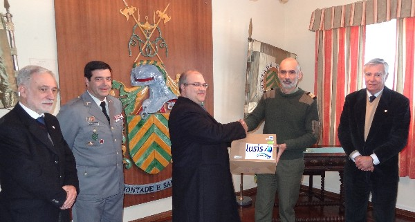 In January, Nuno Paiva (3rd from l), general manager of Lusis, presents Lt. Col. Mario Alvares (2nd from r), PRT AR, educational director of the Portuguese Army Sergeants School (ESE), with equipment to support STEM education there. Others gathering for the presentation are (from l): Rear Adm. Mario Durao, PRT NA (Ret.), chapter president; Col. Pedro Sardinha, PRT AR, commander of ESE; and Rear Adm. Carlos Rodolfo, PRT NA (Ret.), AFCEA director and regional vice president, Atlantic Region.
