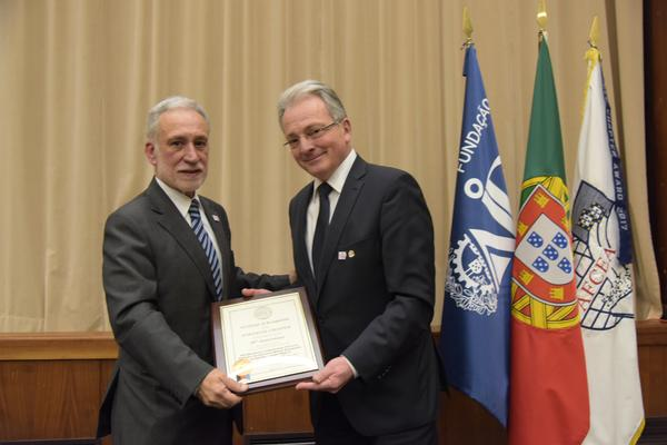 Maj. Gen. Erich Staudacher, GEAF (Ret.), general manager of AFCEA Europe (r), presents the 30th anniversary charter to Chapter President Rear Adm. Mario Durao, PRT N (Ret.), during a February ceremony.
