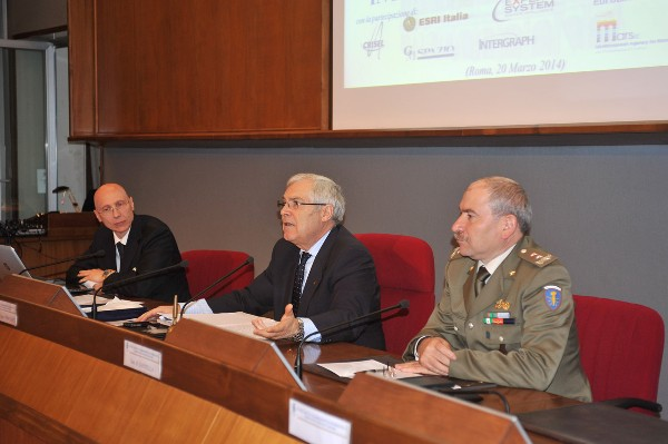 Lt. Gen. Pietro Finocchio, ITAF (Ret.) (c), chapter president, welcomes attendees to the March workshop along with professor Roberto Mugavero (l), Rome Tor Vergata University, and Gen. Lorenzo Santella, IA, SCUTI commander.