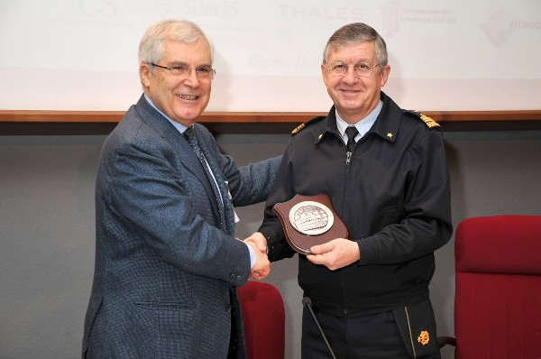 Gen. Magrassi (r) receives the chapter�s crest from Gen. Finocchio at the April event.
