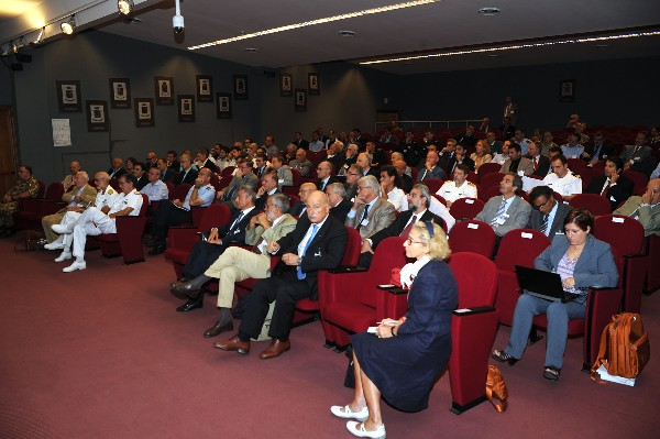 Audience members join together for the chapter's September conference on future radar technologies.