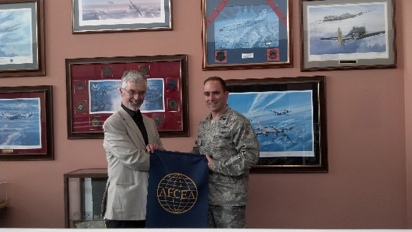 Col. Franke thanks Air Cdre. Bruce Wynn, RAF (Ret.), regional vice president for the Western European Region, for his insightful discussion on cyber crime at the June meeting.